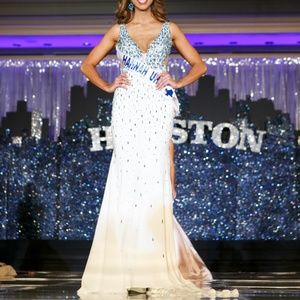 GORGEOUS MacDuggal Gown white/ice blue